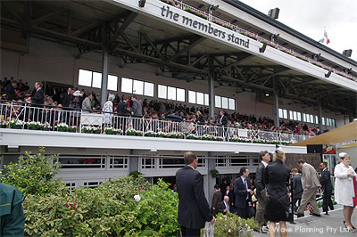 この上にもまだ観客席がある。フレミントン競馬場は広い!