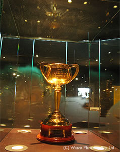 メルボルンカップ博物館に飾られた優勝トロフィー