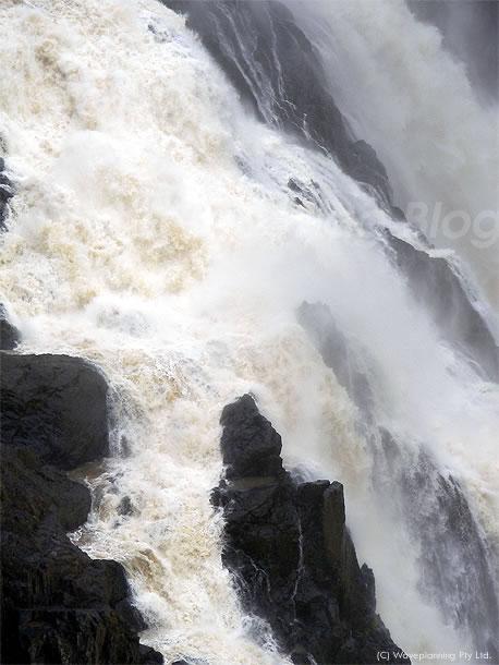 増水するケアンズ郊外のバロン滝