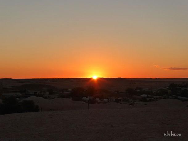 オーストラリアのアウトバック(荒野)に沈む夕日は、いつみても美しい!