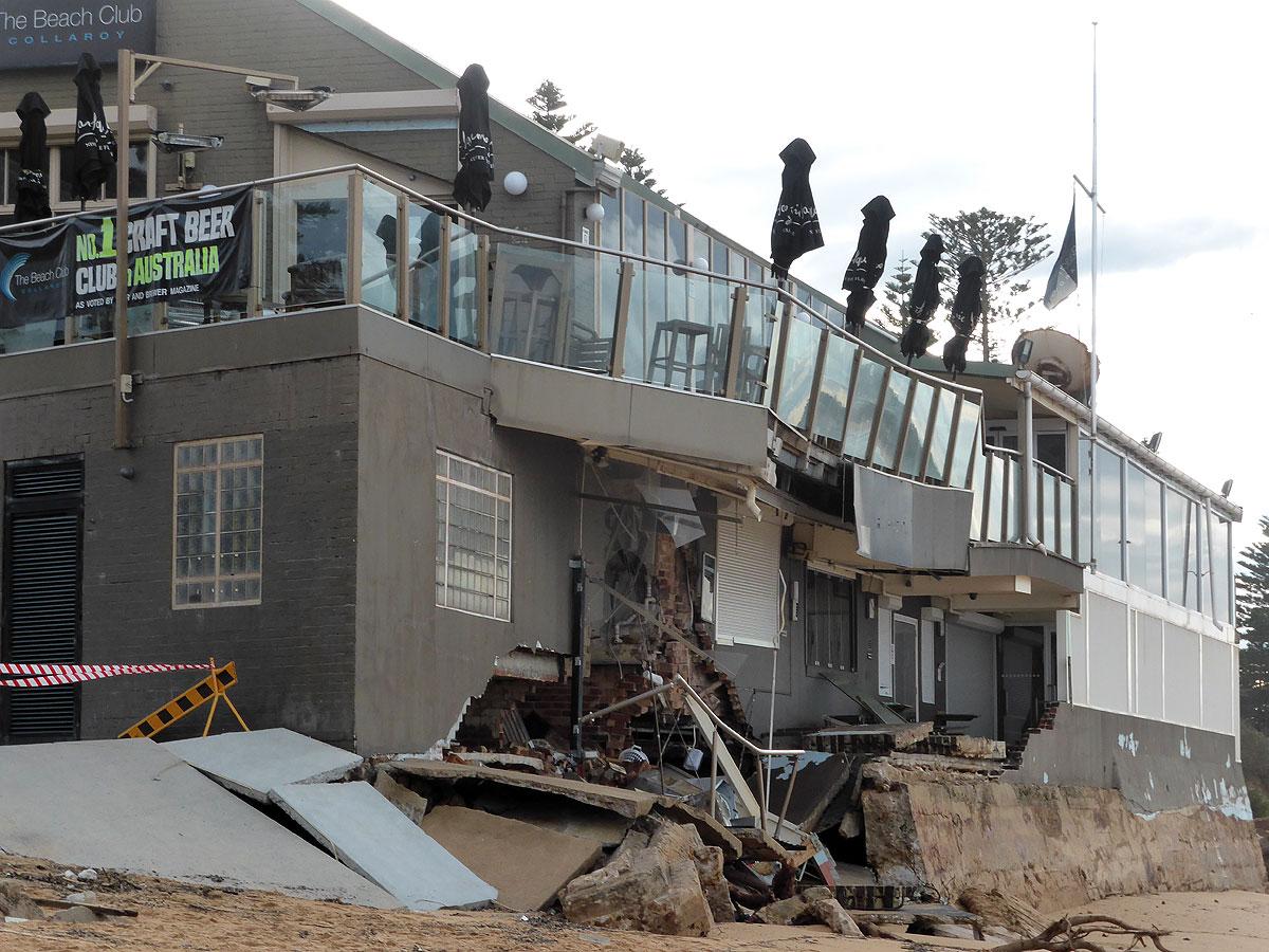 シドニー北部沿岸部で被害にあったビーチフロントのカフェ&パブ