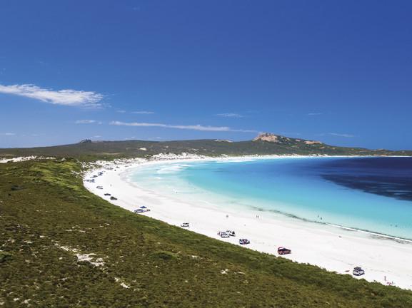白砂とブルーのグラデーションが美しい西オーストラリア州の海